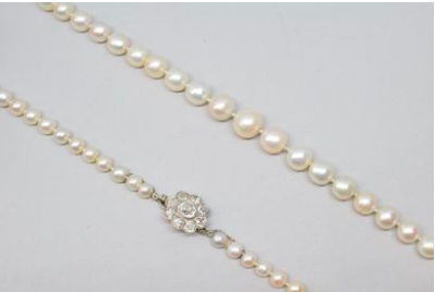 Pearl necklace with platinum clasp