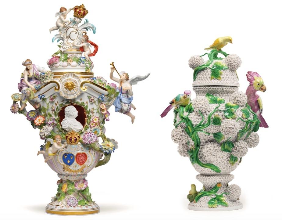 Vänster: Meissen- lockförsedd vas med porträtt av Louis XV. H: 83 cm, 1800-talets mitt. Utropspris: 100.000-150.000 EUR Höger: Meissen -lockförsedd vas med snöbollsblommor och fåglar. H: 49 cm och 49,5 cm, andra halvan av 1800-talet. Utropspris: 65.000 - 90.000 EUR