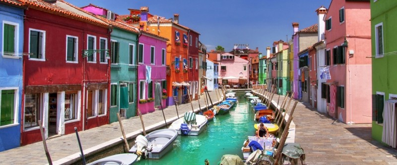Färgstarka Murano. Foto via Charming Italy Tour Operator.