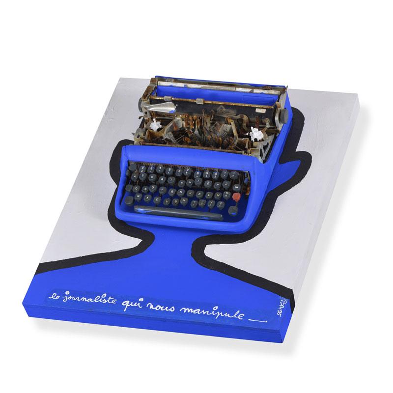 """Ben (Benjamin III Vautier), """"Le journaliste qui nous manipule"""" Technique mixte, acrylique sur bois et machine à écrire peinte En vente à l'Hôtel des Ventes de Genève"""
