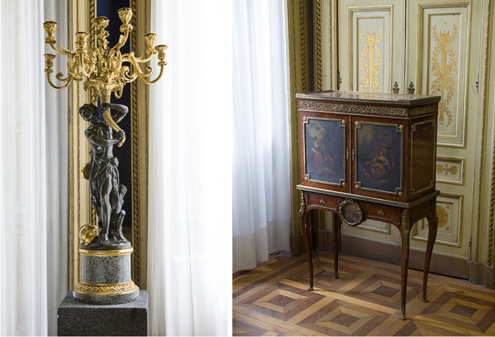 Links: Neunarmiger Leuchter aus vergoldeter und braun patinierter Bronze, signiert CLODION, Frankreich 19. Jh. Rechts: Kabinett mit Intarsien, vergoldetem Bronzedekor und gemalten Szenen, signiert V.P. SORMANI FILS, Paris