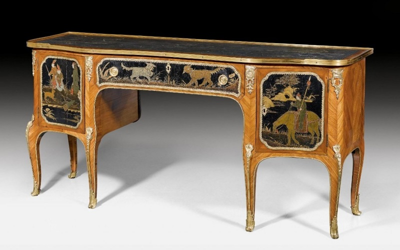 """JEAN FRANÇOIS DUBUT. Escritorio con paneles al """"Goût Chinois"""". Firmado. París (alrededor de 1755 a 1760). Precio estimado: de 93.800 a 166.670 €"""