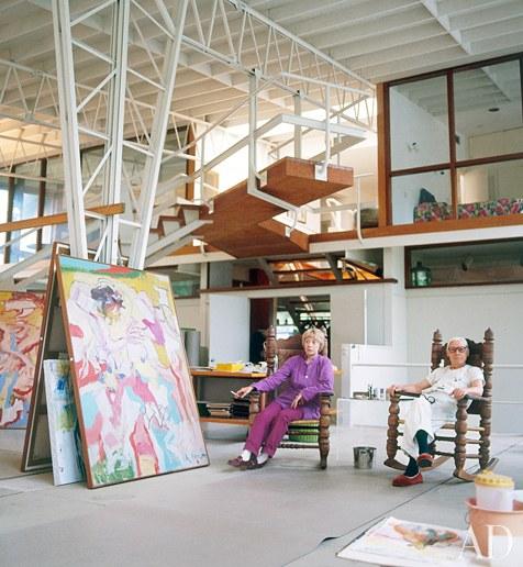 Willem de Kooning tillsammans med sin fru Elaine i deras studio i East Hampton. Foto:Jaime Ardiles-Arce.