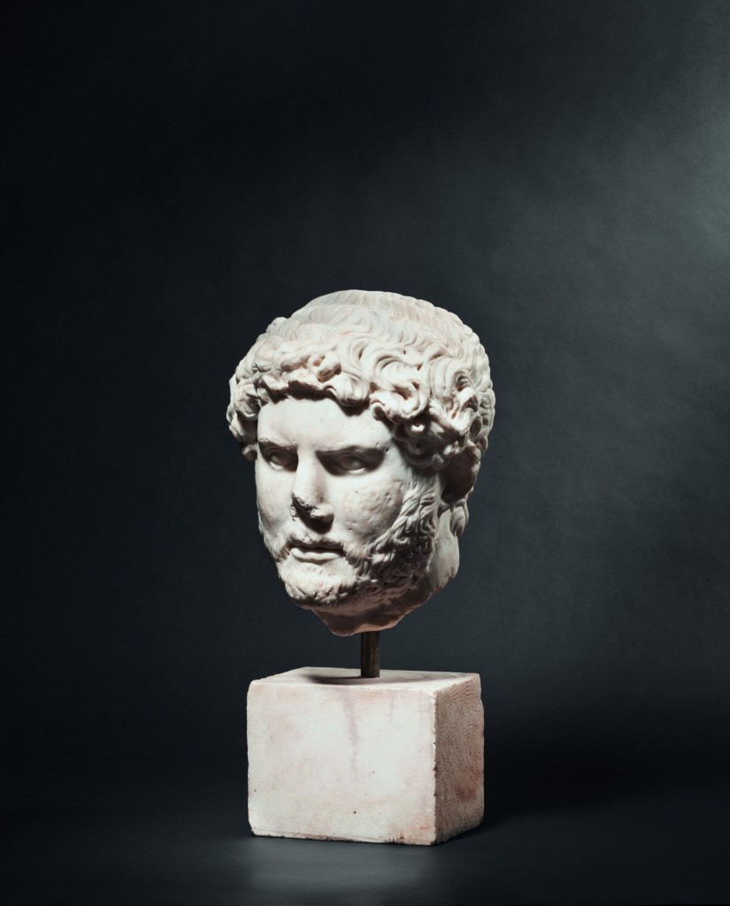 Portrait en marbre de l'empereur Hadrien Estimation: 75.000 EUR