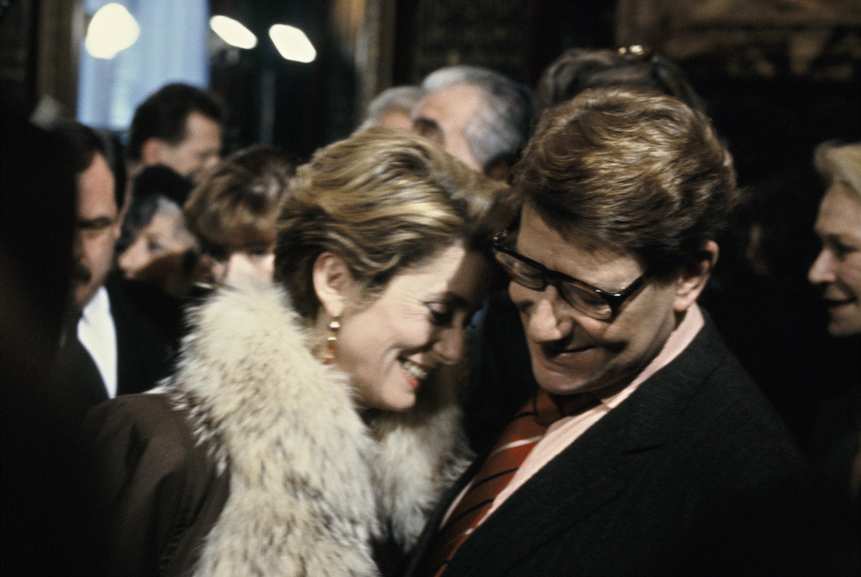 YSL et Catherine Deneuve après le défilé de haute-couture printemps-été 92/93
