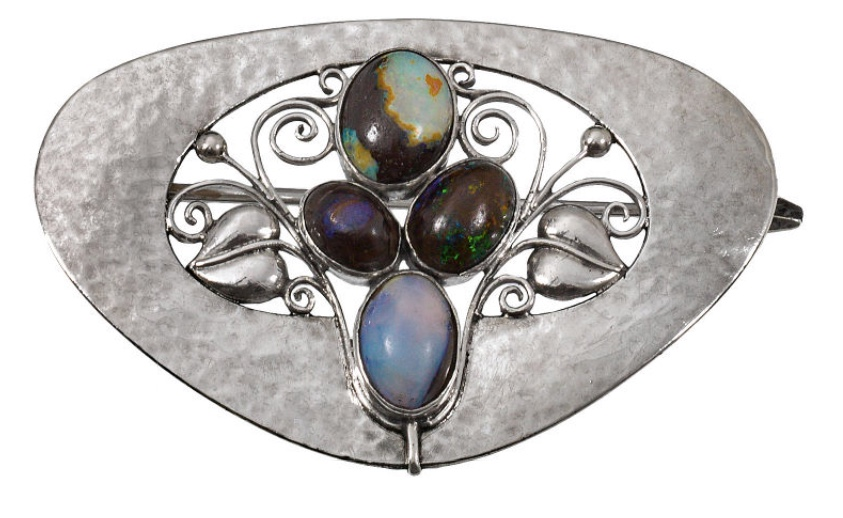 KOLOMAN MOSER (Wien 1868 - 1918 Wien) - Brosche aus Silber mit 4 Opal-Cabochons, Wiener Werkstätte 1906 Schätzpreis: 50.000-100.000 EUR