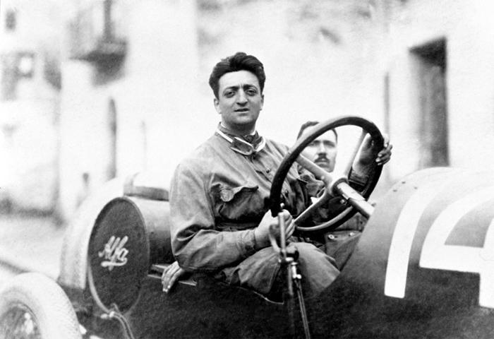 Le jeune Enzo Ferrari, image via grandprixhistory.com