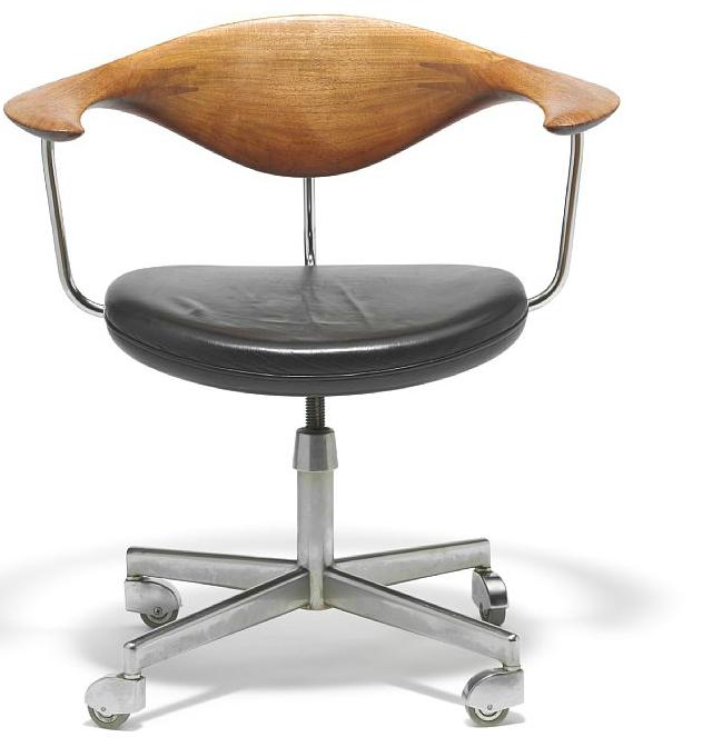 "Hans J. Wegner: ""Swivel Chair"". På auktion hos Bruun Rasmussen"