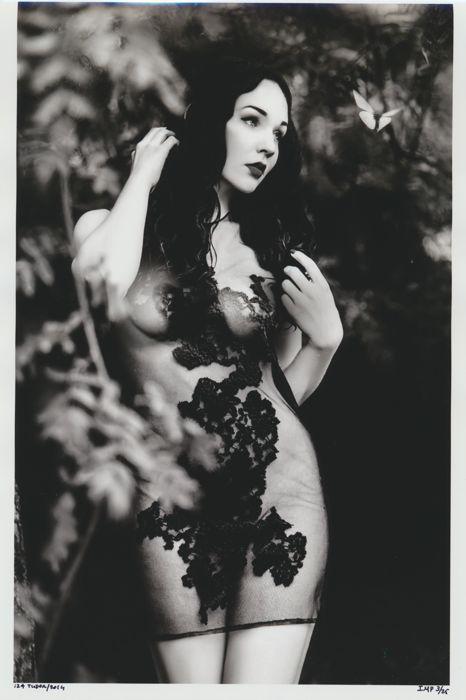 "Izabela Tudor, ""Nude Lady Butterfly U"", år 2014. Foto: Catawiki."