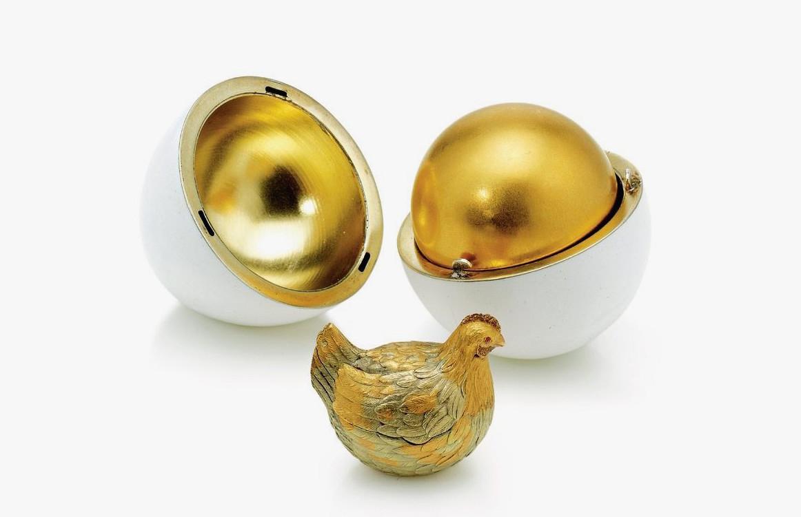 Das Hennen-Ei von 1885 war das erste Osterei von Fabergé | Foto via jewellerymag.ru