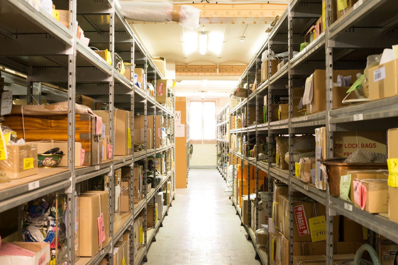 Plus d'un million d'objets, dont la valeur totale dépasse 400 millions d'euros, reposent sur les étagères des salles de dépôts Image: Pierre-Olivier Deschamps, Figaro Magazine
