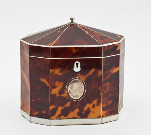 Boîte à thé en écailles de tortue et ivoire Chorley's Estimation: 1 100 €
