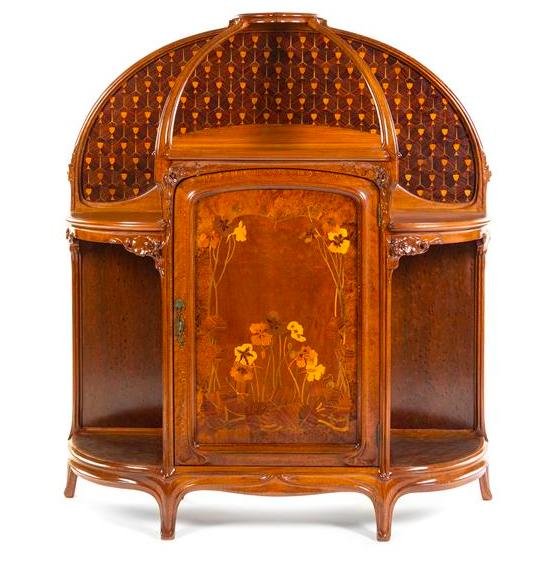 Skåp, art nouveau. dekorerad. Frankrike. Utrop: 24 400 SEK. Leslie Hindman