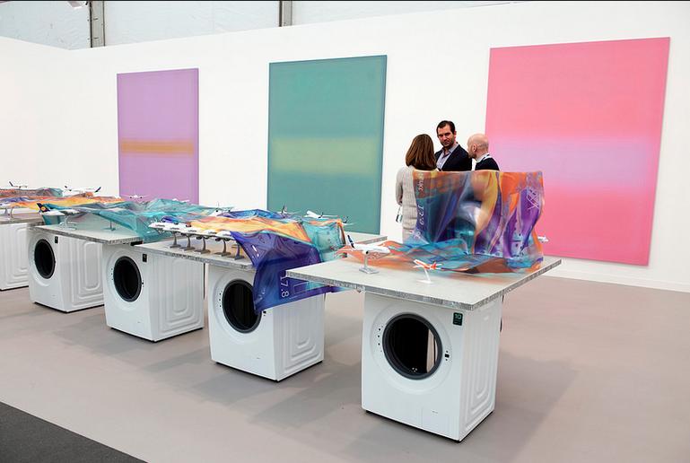 Le stand de la galerie Stuart Shave/Modern Art à Frieze Image via Frieze