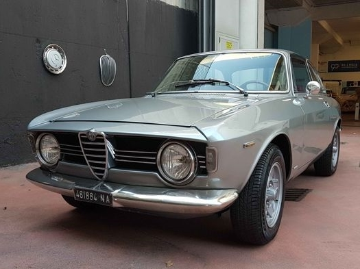 Alfa Romeo Giulia Sprint GT Veloce, 1967. Photo: Catawiki