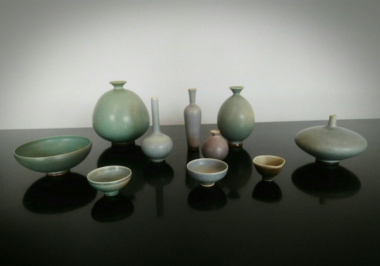 Vaser i olika former från Bernt Friberg för Gustavsberg. Prisrna varierar beroende på storlek och modell