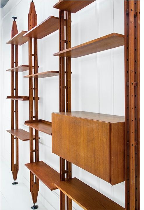 FRANCO ALBINI/FRANCA HELG - Regal aus Palisander und lackiertem Aluminium, 305x262x36,5 cm, ca. 1957 Schätzpreis: 7.000-9.000 EUR