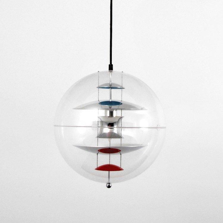 Verner Panton 'VP-Globe' Hängelampe. Aufrufpreis: 7 400 SEK. Palm Beach Modern Auction