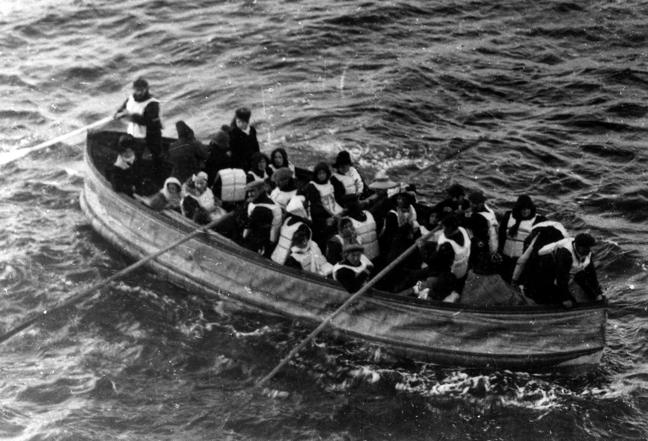 Le bateau de sauvetage dans lequel Björnström-Steffansson s'est réfugié lors du naufrage, avant d'être sauvé par le RMS Carpathia, image via Wiki Commons