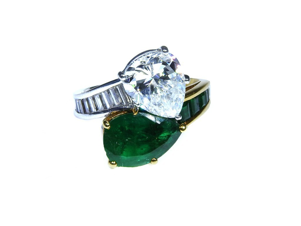 Yellow and white gold with emeralds (approx. 2.57 ct) and diamonds (approx. 3.08 ct)
