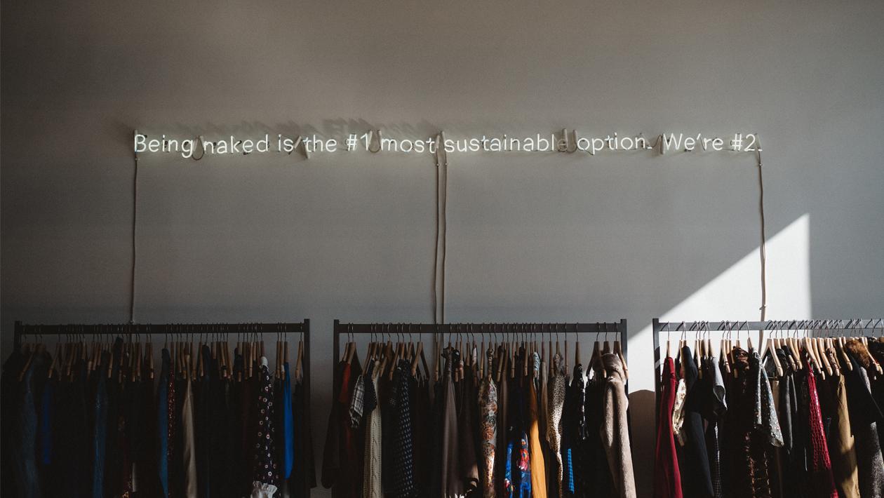 Des milliers de vêtements vintage et d'accessoire de mode sont disponibles sur Barnebys