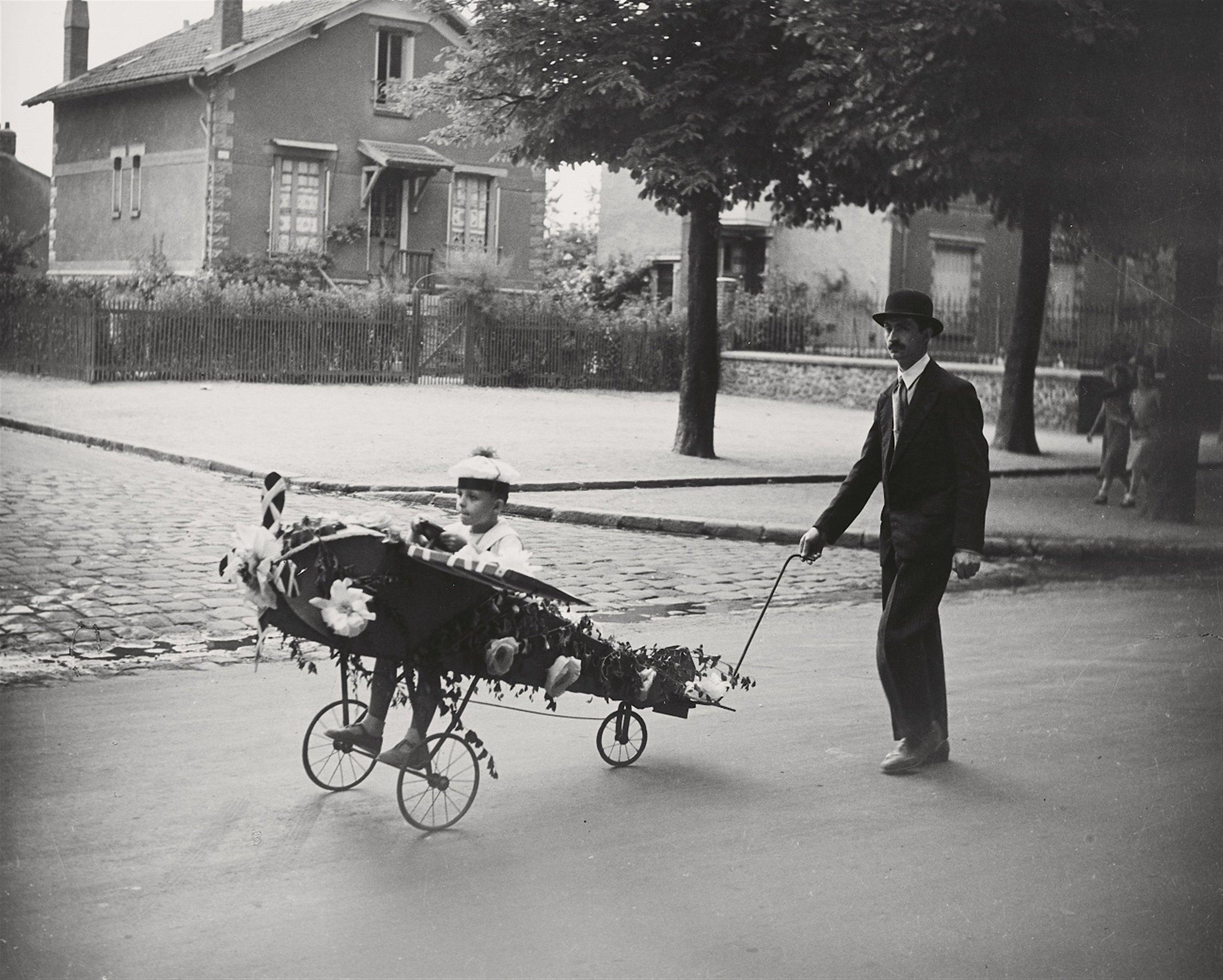 Robert Doisneau, L'aéroplane de papa, 1934, image ©Lempertz