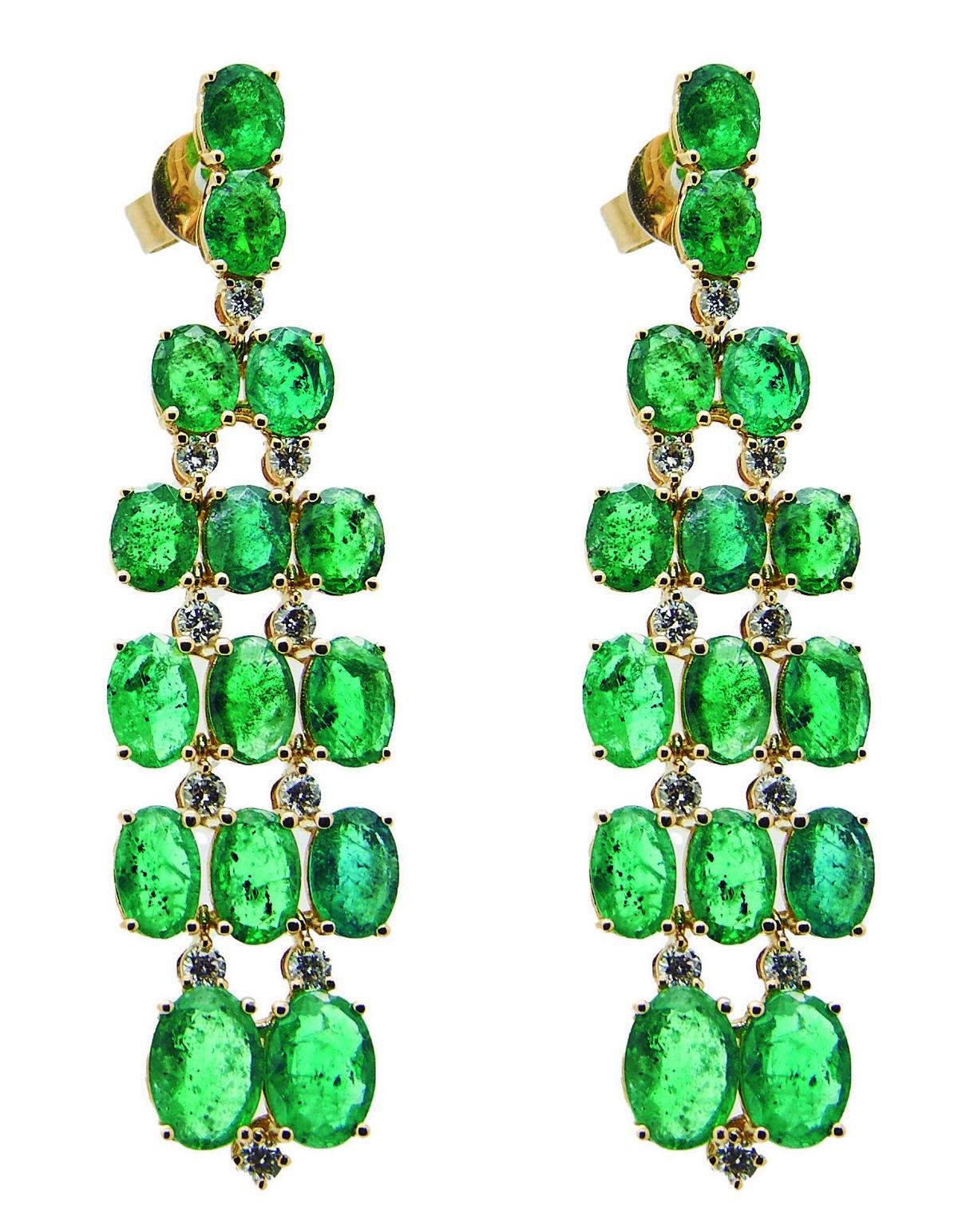 Pendientes largos en oro con esmeraldas y diamantes