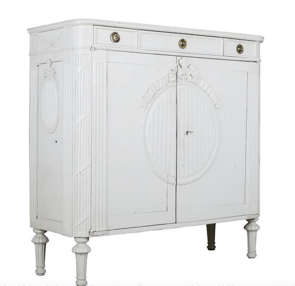 SKÄNK, 1800-tal, gustaviansk stil. Utrop: 6000 SEK Formstad Auktioner